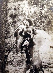 One of the best known female prospectors was Ellen Elliot Jack of Colorado, who is pictured about Ellen was born in England, but came to the Far West in 1872 after the tragic death of her hu Old West Photos, Into The West, Cowboys And Indians, Le Far West, Women In History, Family History, Gold Rush, Thats The Way, Interesting History