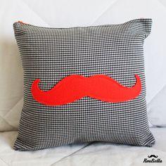 Coussin moustache créé par #Roulietta1