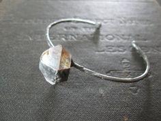 Capturé  Bracelet manchette minimaliste avec par savagesalvage
