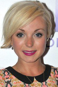 Actress Helen George shows off her wearable crop that has a long side-sweeping fringe which stops her cut looking too boyish. Short Cropped Hair, Short Hair Cuts, Bleach Blonde Bob, Growing Out Short Hair Styles, Great Haircuts, Pixie Haircuts, Hair Today Gone Tomorrow, Celebrity Short Hair, Side Hairstyles