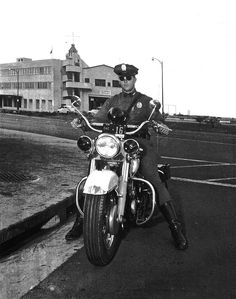 https://flic.kr/p/aF5ncz | Honolulu Police Department circa 1950's | Honolulu Police Department motorcycle officer on Nimitz Hwy. near Pier 10 Aloha Tower. I'm guessing the photo was taken during the 1950's.