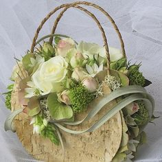Created with Bolsa FloraBuy your flowers from Petals-(basket & flowers)What a novel twist.Beautiful for the lady who loved bags!Raindrops and Roses — Floral Purse… Arte Floral, Deco Floral, Floral Design, Ikebana, Raindrops And Roses, Floral Bags, Floral Purses, Bridal Flowers, Flower Boxes