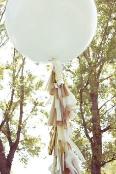 Now this is where you get creative. We added feathers to our balloons. You could… - How To Make Crazy PARTY Tassle Balloons, Large Balloons, Giant Balloons, Balloon With Tassels, Diy Ballon, Party Deco, Fiestas Party, Diy Tassel, Tassle Garland