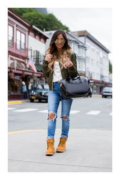 meine Mode timberland boots stylen outfit jeans momber khaki military a good drink o Outfits Con Botas Timberland, Mode Timberland, Timberland Boots Women, Timberlands Women, Timberland Fashion, Outfit With Timberlands, Timberland Boots Outfit Summer, Tims Outfits, Mode Outfits