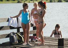 Patito en aprrietos con las divinas Bikinis, Swimwear, Disney, Couple Photos, Celebs, Bottles, Argentina, Bathing Suits, Swimsuits