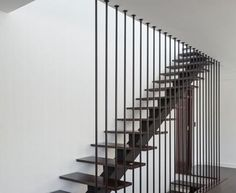 great-stairwell-with-wooden-base-and-iron-handle-with-wooden-floor-and-white-wall-440x360.jpg 440×360 pikseliä