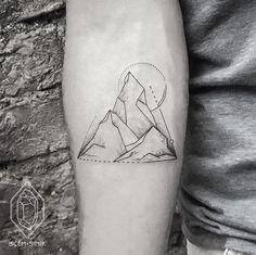 geometric mountain tattoo ©bicemsinik More