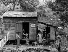 Familia en su casa humilde-1942 San German,Puerto Rico