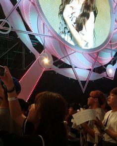 Look at all these boys XD  2017.06.18  Seoul concert #twice #twiceland #concert #kpop #tzuyu #sana #jihyo #momo #mina #dahyun #nayeon #울지마 #사랑해 #seoul #korea #쯔위 #트와이스 #jyp #jypentertainment #music  #모모 #사나 #지효 #미나 #다현 #채영 #정연 #나연