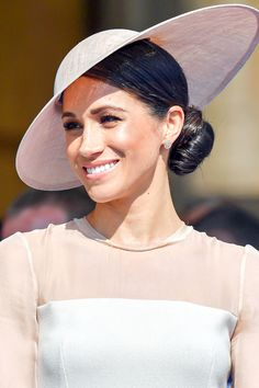 We are in awe of Meghan Markle's approach to beauty. Remember, instead of covering up your skin imperfections with makeup, you should take care of it by using products that target the problems without any harmful chemicals in them. To get inspired head to the link and discover our collection now. #redgoldlondon #meghanmarkle #royalty #healthyskin