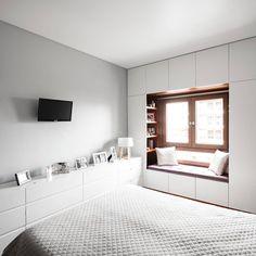 Eclectic style bedroom by estúdio amatam eclectic Wardrobe Design Bedroom, Bedroom Bed Design, Bedroom Furniture Design, Small Room Bedroom, Home Room Design, Home Decor Bedroom, Modern Bedroom, Home Interior Design, Small Bedroom Storage