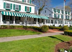 c/o The Maidstone East Hampton (New York) Featuring a decorative collection of contemporary rooms and an on-site gourmet restaurant, this hotel overlooks the historic district of East Hampton. Each room includes a permit for beach parking.