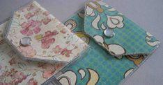 Quick and Easy Vinyl and Paper Card Wallet tutorial Diy Wallet Paper, Paper Purse, Card Wallet, Diy Vinyl Wallet, Laminating Paper, Diy Envelope, Envelope Templates, Paper Pocket, Wallet Tutorial