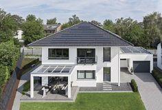 Energiesparhaus modern City Life - Haus 250_WeberHaus - Designhaus Walmdach Fassade Putz weiß Terrasse Pergola Glas - Haus Grundriss und weitere Haus Ideen auf HausbauDirekt