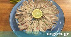 Γαύρος μαρινάτος από την Αργυρώ Μπαρμπαρίγου | Ο Ελληνικός παραδοσιακός μεζές, που όσο τέλεια συνοδεύει ένα ουζάκι, άλλο τόσο, στέκεται σαν συνοδευτικό Greek Appetizers, Party Food Buffet, Food Categories, Fish Dishes, Mediterranean Recipes, Easy Cooking, Diy Food, Fish Recipes, Finger Foods