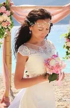 Beautiful Bridal hair ornament in the form of vines, decorate your hair and make your wedding day unforgettable. Delicate wedding accessory will perfectly compliment most wedding hairstyles. Crystals shimmer in the sun. With this accessory, youll look wonderful in any event. All the