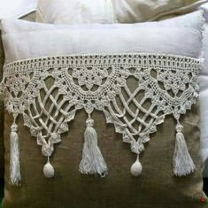 Crochet Patterns Lace Crochet Lace Edging for Handtowel ~~ sandragcoatti - Salvabrani Gilet Crochet, Crochet Lace Edging, Crochet Borders, Crochet Pillow, Crochet Chart, Crochet Squares, Crochet Doilies, Crochet Stitches, Decor Pillows