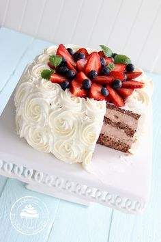 Pullahiiren leivontanurkka: Suklaanmakuinen täyte kakkuun Baking Recipes, Cake Recipes, Sweet Bakery, Sweet Pastries, Vanilla Cake, Cake Decorating, Cheesecake, Yummy Food, Food And Drink