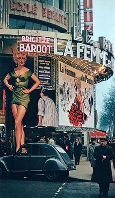 20th-century-man:  Photo by Robert Doisneau, Paris, 1958.