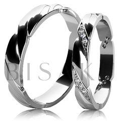 BD6-7 Snubní prsteny z bílého zlata v lesklém provedení, které jsou po celém obvodě zdobeny elegantním dekorem. Vzhledem k jemnému provedení dámského prstenu, lze tento model snadno kombinovat se zásnubním prstenem. Dámský prsten je zdoben kameny. #bisaku #wedding #rings #engagement #svatba #snubni #prsteny #design