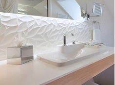 Design, this white bathroom with bathtub, backlit mirror, fa . White Bathroom, Bathroom Interior, Modern Bathroom, Interior Design Living Room, Small Bathroom, Master Bathroom, Bathroom Towels, Bathroom Ideas, Bad Inspiration