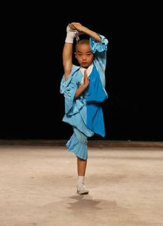 Shaolin Temple Kung Fu Pictures I really need to work on my splits. Kung Fu Martial Arts, Chinese Martial Arts, Mixed Martial Arts, Shaolin Kung Fu, Kung Fu Poses, Mma, Samurai, Art Of Fighting, Workout Exercises