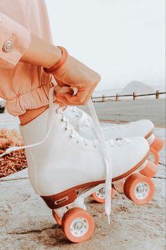 Retro Roller Skates, Roller Skate Shoes, Roller Skating, Orange Aesthetic, Summer Aesthetic, Aesthetic Vintage, Aesthetic Images, Aesthetic Photo, Aesthetic Wallpapers