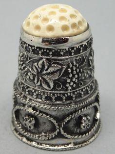 Spain. Feliciano Joyeros. Palencia. Silver and ivory. 925. Thimble-Dedal-Fingerhut.