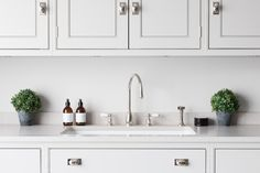 Contemporary Open Plan Kitchen, Theydon Bois - Humphrey Munson Kitchens - Beautiful Handmade Kitchens - Spenlow Cabinetry - Perrin & Rowe Tap and Rinse, Plum & Ashby soap and hand lotion