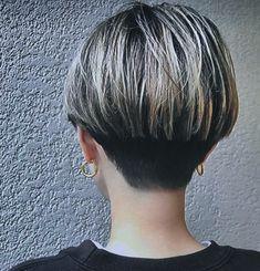 まつおかあかねさんはInstagramを利用しています:「いーやん✨ えーやん✨ 👏👏👏😊😁 #ベリーショート #ベリショ #ツーブロック #刈り上げ女子 #マッシュ #マッシュショート」 Medium Short Hair, Short Hair Cuts For Women, Medium Hair Styles, Short Hair Styles, Short Wedge Hairstyles, Pixie Hairstyles, Pixie Haircut, Really Short Hair, Hair Arrange
