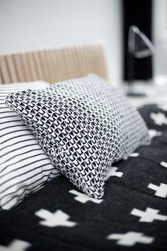 Via Myke Minutter | Black and White | Pia Wallen Cross Blanket