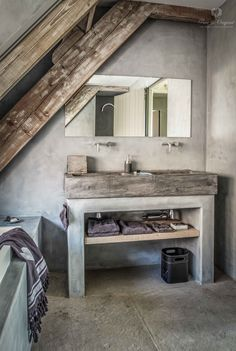 Marrakech Walls is a revolutionary, 100 % mineral paint with the appearance of tadelakt- or a concrete look. In between plaster and paint. Minimalist Bathroom, Modern Bathroom, Master Bathroom, Bathroom Sinks, Bathroom Ideas, Bathroom Inspiration, Interior Inspiration, Bidet Wc, Bathroom Assessories