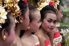 girls preparing for Pendat dance at Pura Samuan Tiga temple. Read more: Balinese girls preparing for Pendat dance at Pura Samuan Tiga temple.