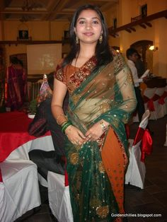 hot south Indian aunties in low hip saree