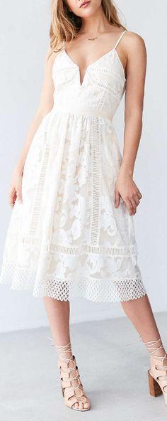 Saylor Phoebe Floral Lace Midi Dress