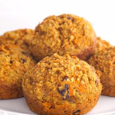 Healthy Carrot Muffins with applesauce, oatmeal or oat bran, whole wheat flour and honey. Your family will love them! Carrot baked goods always turn out so delicious and moist! Healthy Carrot Muffins, Healthy Muffin Recipes, Keto Recipes, Applesauce Oatmeal Muffins, Oat Bran Muffins, Junk Food, Fall Recipes, Food Videos, Baked Goods