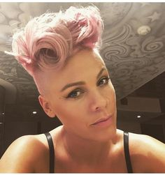 P!nk curly bouffant #BouffantHairCurly