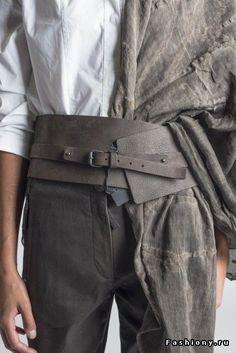 Annette Görtz Komo Wide Leather Waist Belt in Marone - costume ideas Obi Belt, Corset Belt, Cinto Obi, Corsets, Leather Accessories, Fashion Accessories, Looks Country, Ceinture Large, Hallowen Costume