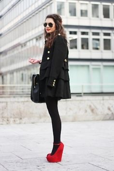 all black and pop of color. Matching shoes and lips. love