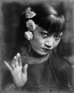 One of Anna May Wong's famously beautiful hands Asian American Actresses, Anna May, Sound Film, Chinese American, American History, Vintage Hollywood, Hollywood Glamour, Classic Hollywood, Silent Film