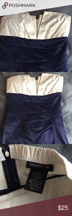 JUST ADDED 🦋Stunning navy and white strapless 👗 Excellent condition, dry cleaned and stored in plastic. Size 3,  zipper down back . Needs a new home 💕 Dresses Mini