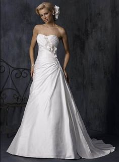 Spring Pure White Strapless Sweetheart Flower Natural Chapel Train Satin Wedding Dress for Brides