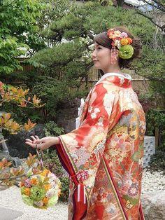 hair style for kimono Japanese Wedding Kimono, Japanese Kimono, Japanese Style, Kimono Japan, Japanese Hairstyle, Geisha Art, Kimono Dress, Wedding Images, Kimono Fashion