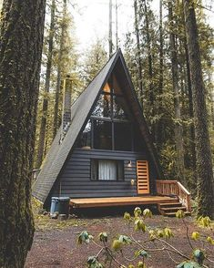backyard studio is usually a shed or granny flat you put to good purpose by building or renovating it to serve as a studio. A backyard studio can be a A Frame Cabin, A Frame House, Tiny House Cabin, Cabin Homes, House Porch, Tiny Homes, Cabins In The Woods, House In The Woods, Style At Home