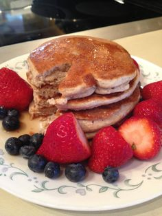 Healthy pancakes! ➡One cup oats in the blender, blended until more flour-y. ➡Add in one scoop Cellucor Cinnamon Swirl protein (or any other flavored protein) ➡Four egg whites. ➡2 packets of truvia. ➡One tbsp. baking powder. ➡Topped with a little sugar free syrup and some fruit