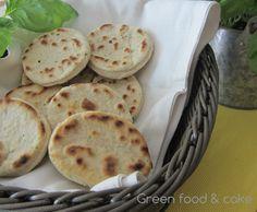 Strepitose Focaccine al basilico cotte in padella! http://blog.giallozafferano.it/greenfoodandcake/focaccine-basilico-cotte-in-padella/