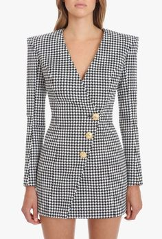Balmain Houndstooth black and white cotton dress Long sleeves, houndstooth print, rear zipper fastening, V neck, front embossed gold-tone buttons Classy Work Outfits, Classy Dress, Stylish Outfits, Suit Fashion, Fashion Dresses, Looks Chic, Blazer Dress, Suits For Women, African Fashion