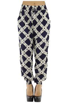 Pantalones largos de mujer anchos con cinturilla y tobillos ceñidos Condición:  Nuevo Composición 35% poliéster, 65% algodón Categoría Pantalones largos Paquetes 16 unidades  Los paquetes de colores mezclados Tamaño : S / M, M / L De color / Azul 2 S / M Blanco 2 M / L  Azul 2 S / M 2 M / L  Negro 2 S / M 2 M / L  Negro / Blanco 2 S / M 2 M / L  ropa al por mayor  pantalones al por mayor: http://intueriecommerce.com/es/