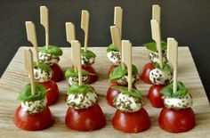 18 Easy and inexpensive appetizer recipes for Christmas and .- 18 Recettes d'amuse-bouche faciles et pas chers pour Noël et les fêtes – Gesundes Essen 18 Easy and cheap appetizer recipes for Christmas and the holidays - Cheap Appetizers, Holiday Appetizers, Appetizer Recipes, Snack Recipes, Food Tags, Snacks Für Party, Appetisers, Cheap Meals, Cheap Recipes