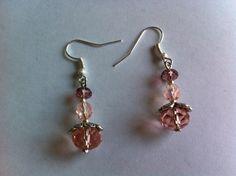 Boucles d'oreilles acier chirurgical type crochet avec pendentifs perles rose pêche : Boucles d'oreille par nessymatriochka